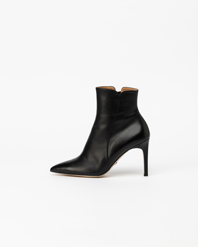 Phoenix Boots in Black Calf