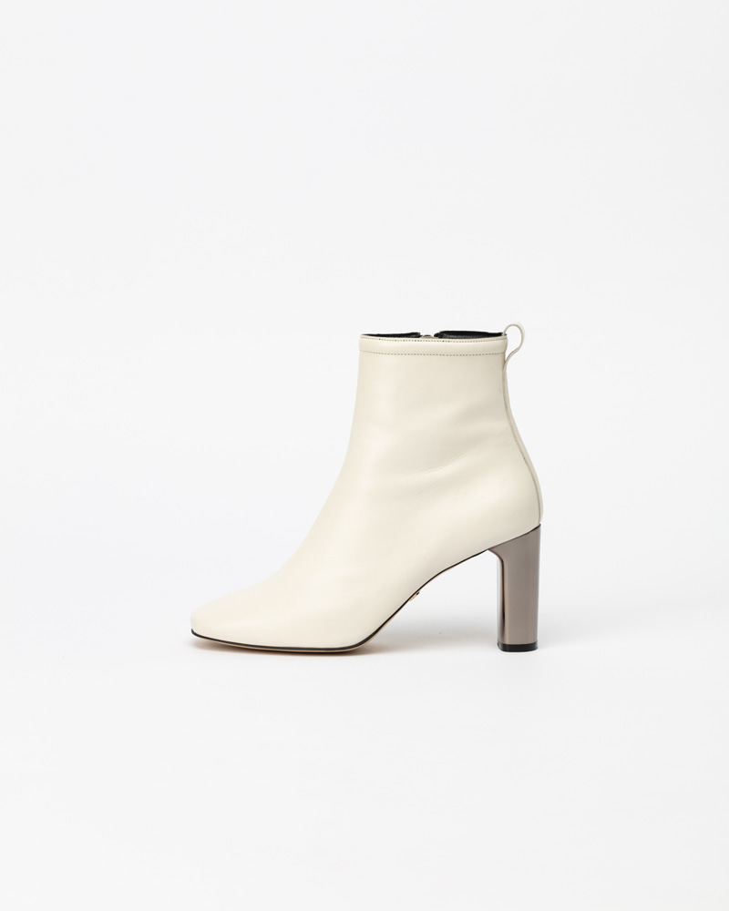Silverlette Boots in Ivory White