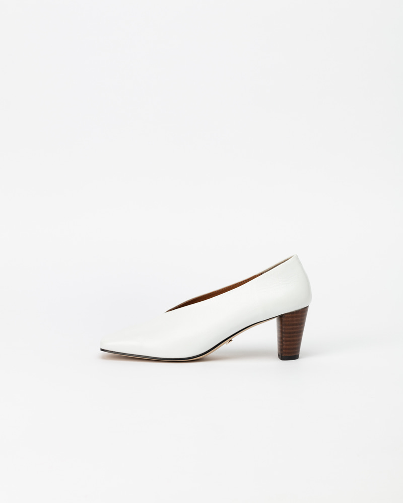 Velar Pumps in Textured White