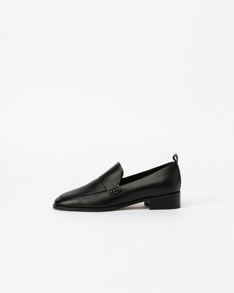 Tiempo Slip-on Loafers in Regular Black