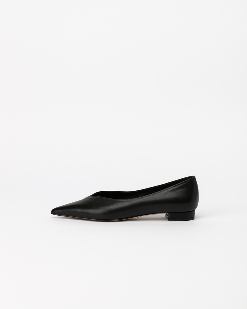 Yves Flat Shoes in Black