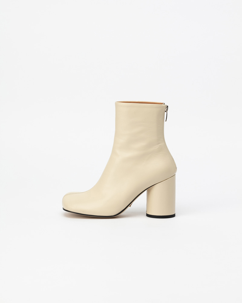 Croll Boots in Ivory Kip