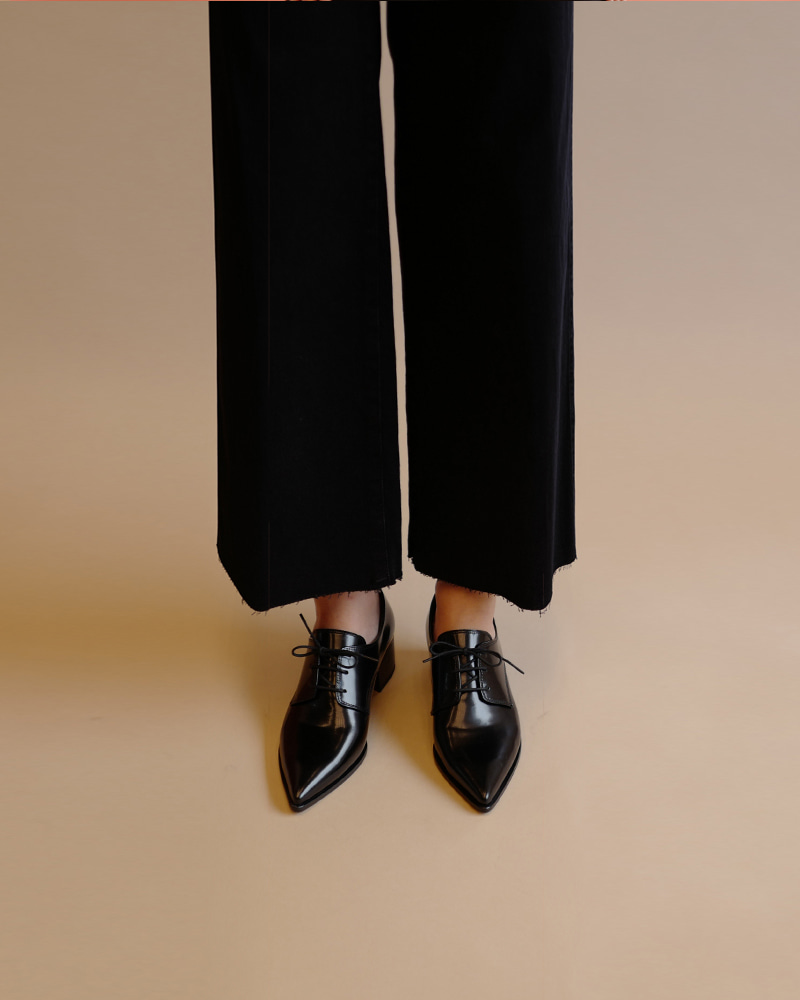 Bianca Loafers in Black Box