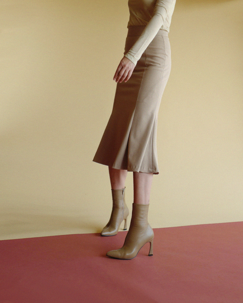 Gold-sign Boots in Soft Beige