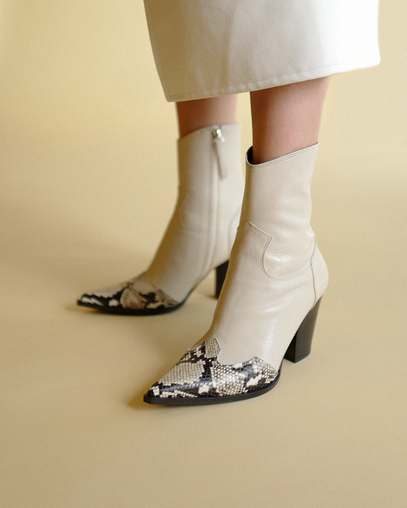 Bosa Cowboy Boots in Ivory