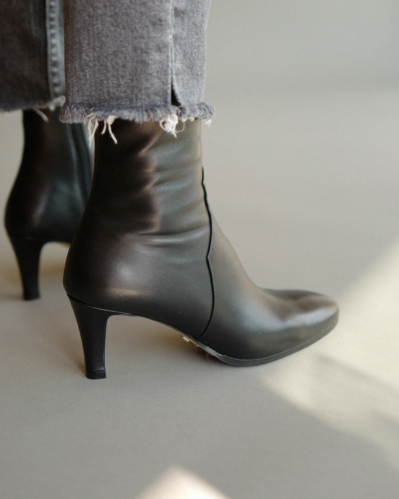 LeMonde Boots in Black