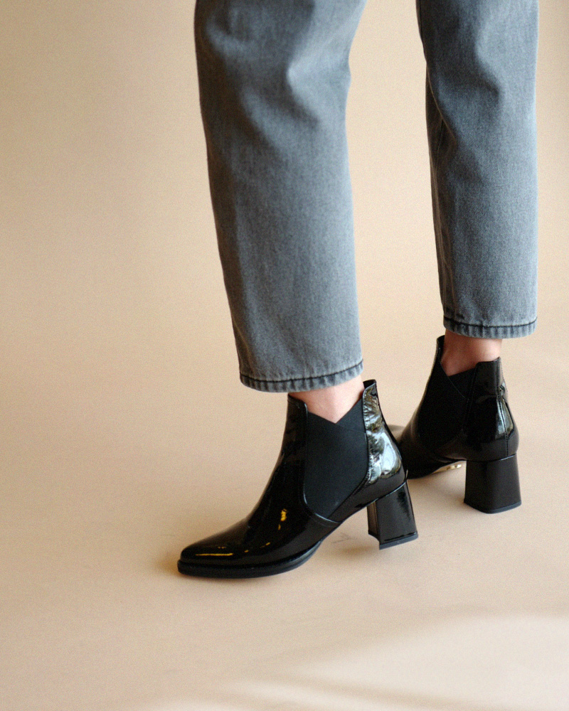 NeoVero Chelsea Boots in Black