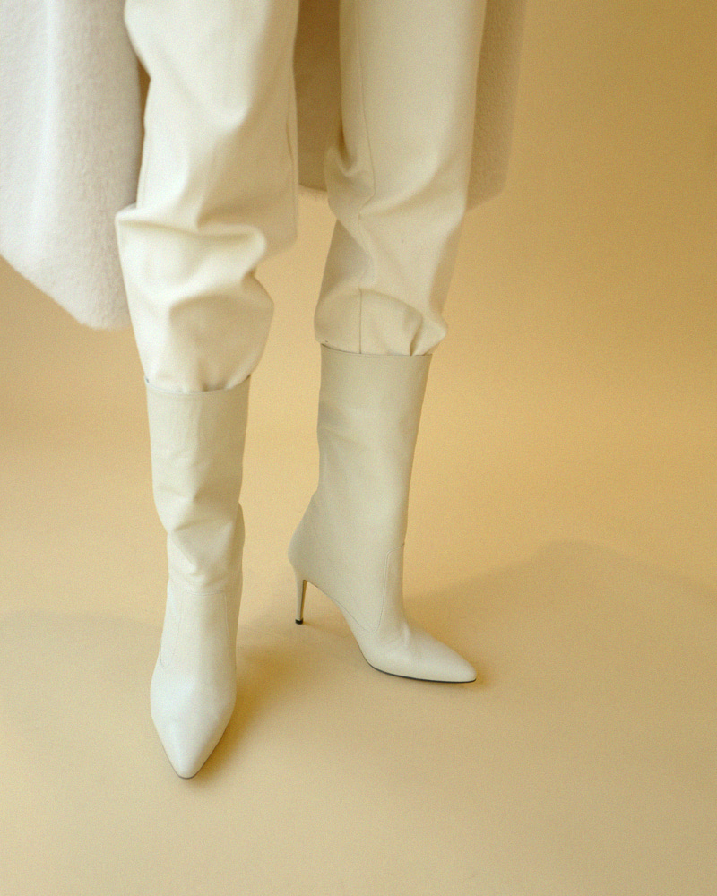 Villa Soft Boots in Ivory