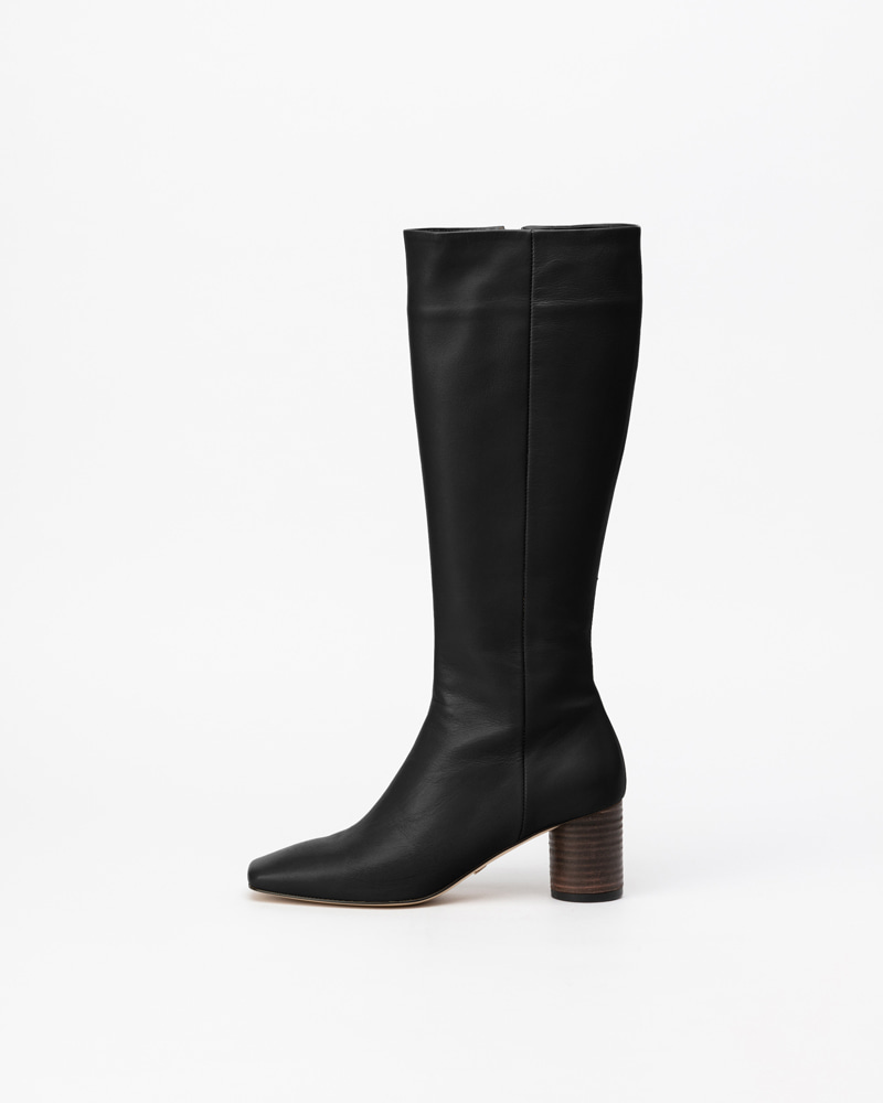 Continental Boots in Black