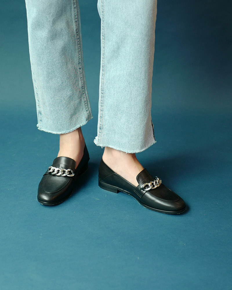Gaia Chained Loafers in Black Calf