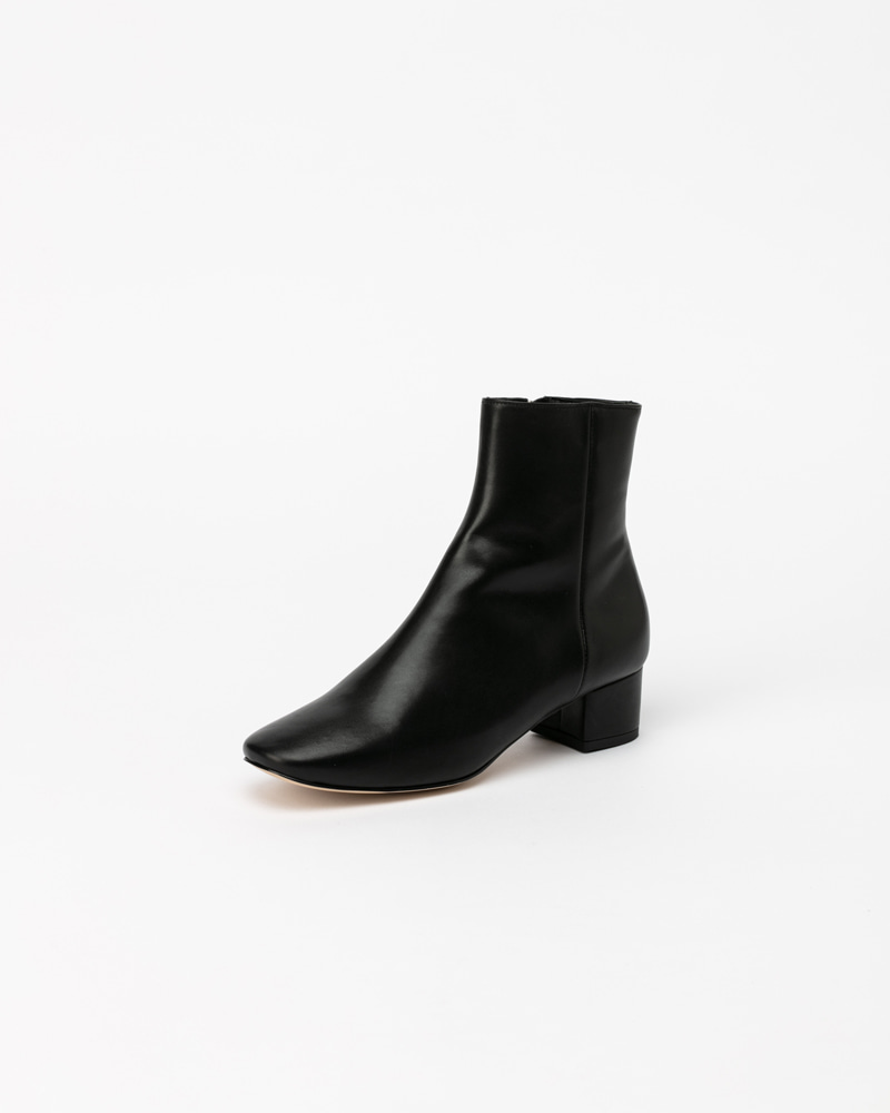Beacon Boots in Black Kip