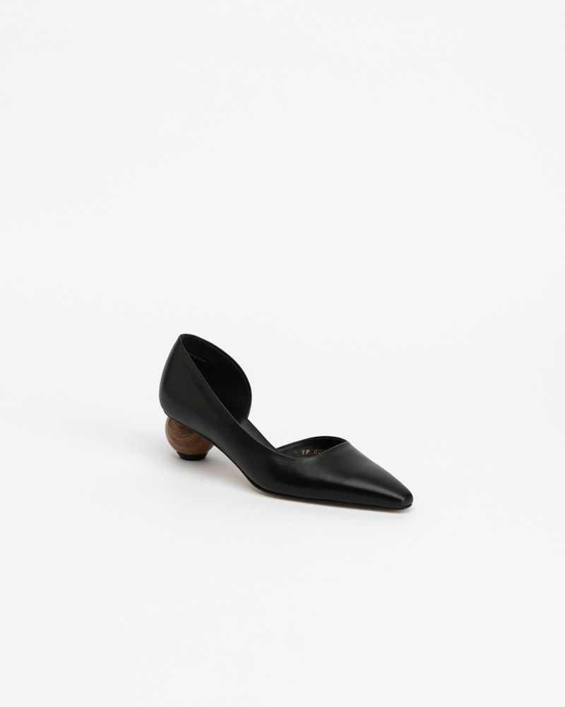 Neuf Pumps in Black