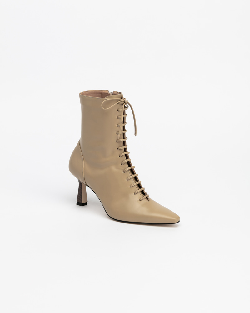 Quizás Soft Lace-up Boots in Beige