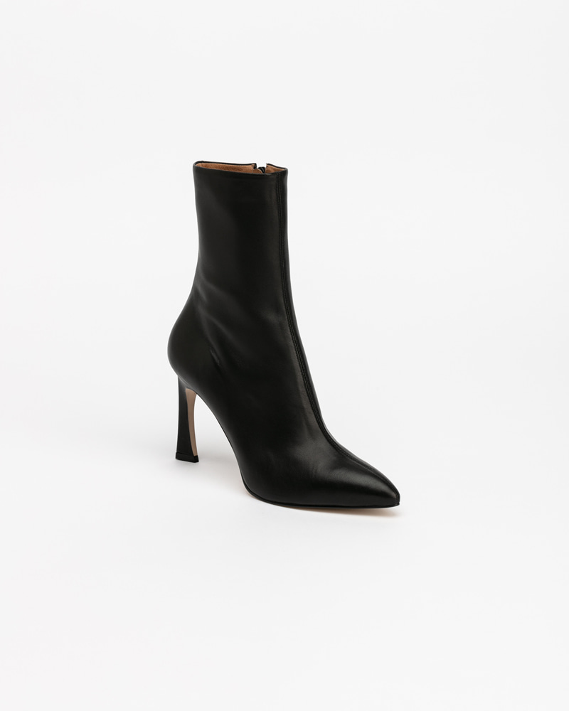 Gold-sign Boots in Supersoft Black