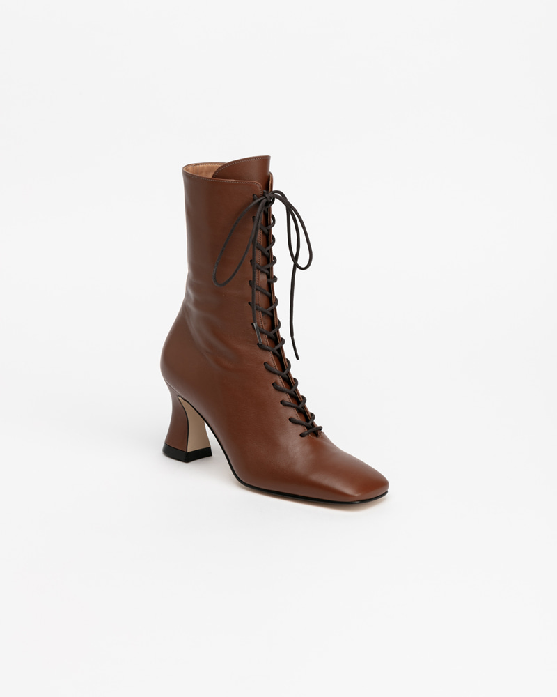 Riley Lace-up Boots in Brown
