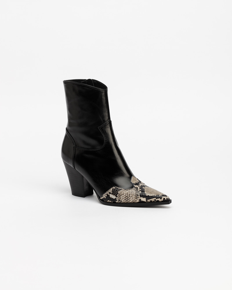 Bosa Cowboy Boots in Black
