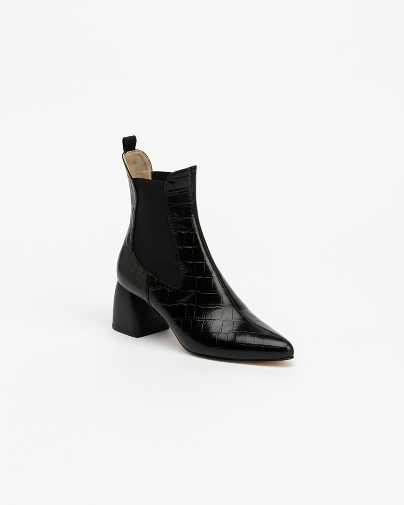 Fronto Chelsea Boots in Black