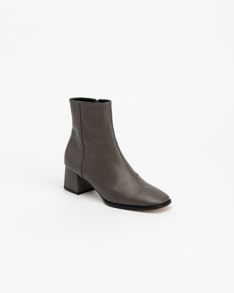Lykita Boots in Solid Gray