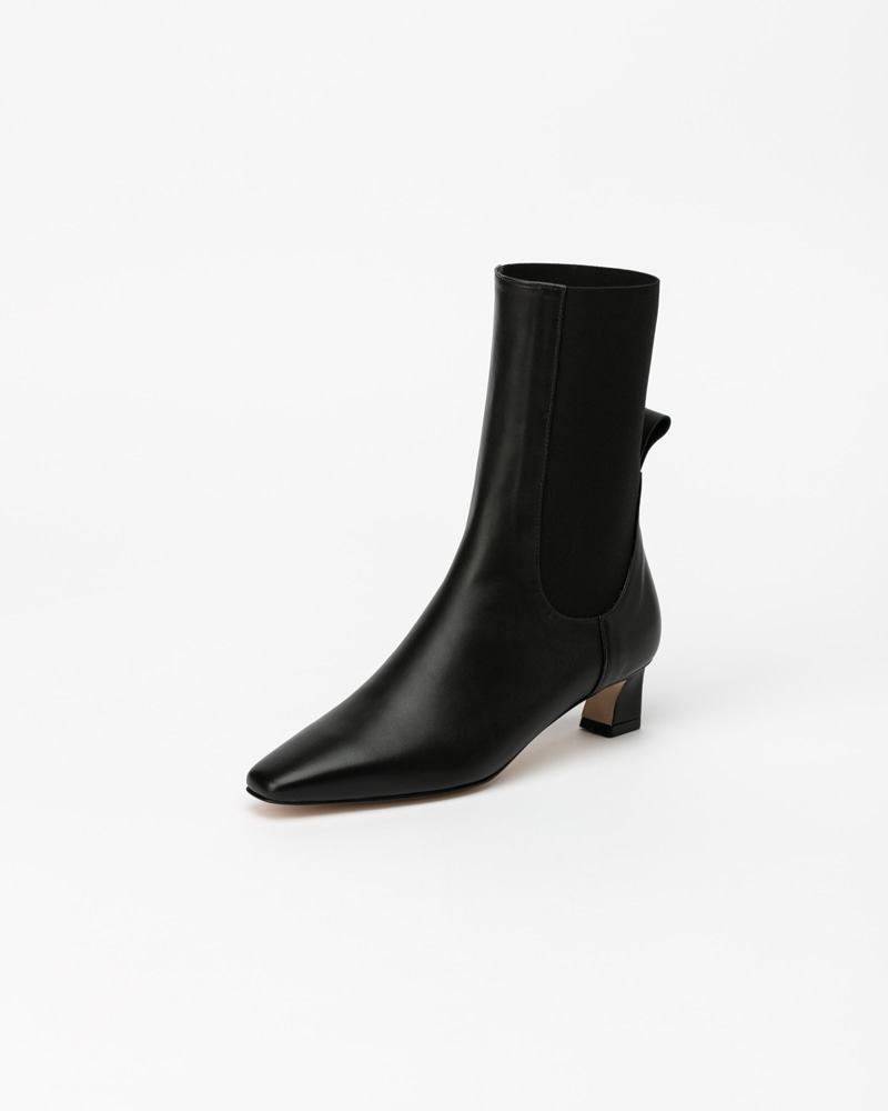 Flake Chelsea Boots in Black