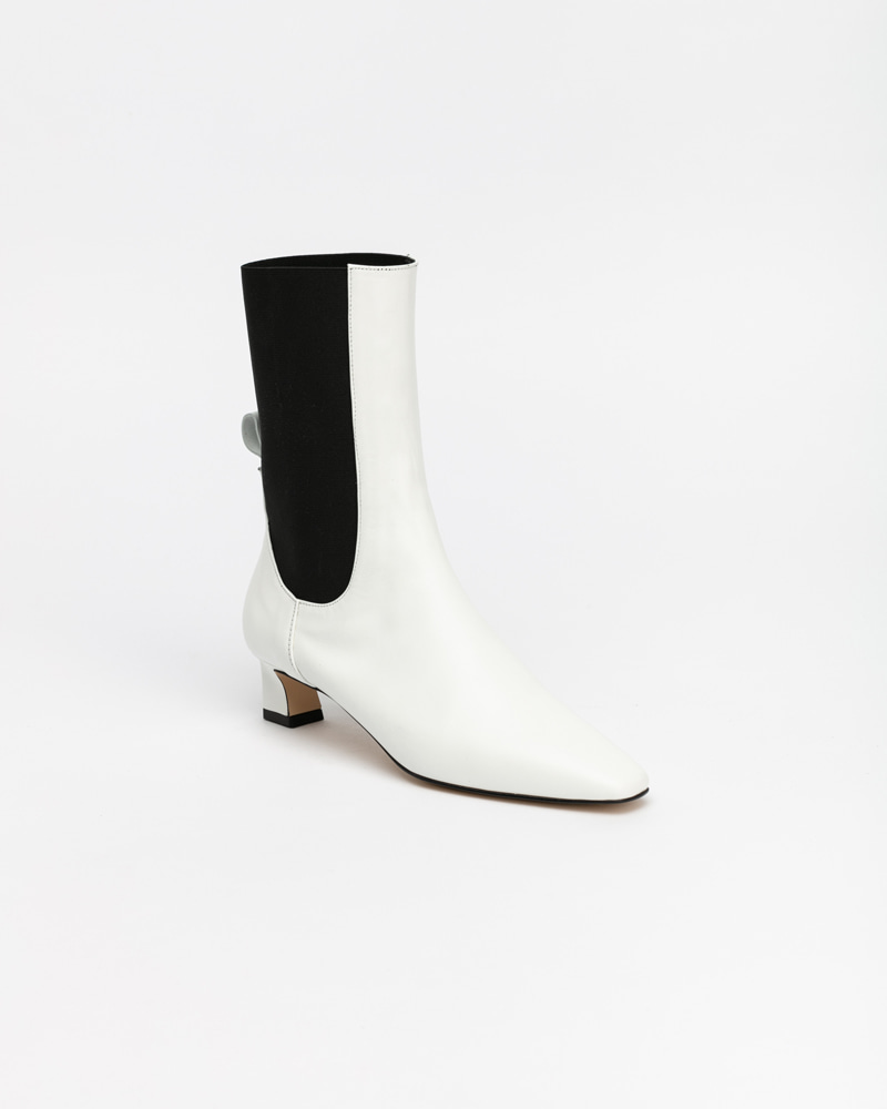 Flake Chelsea Boots in White
