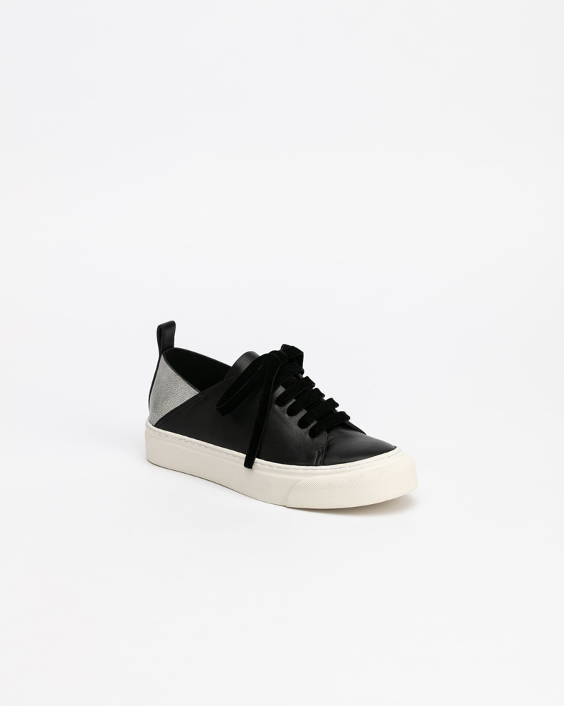 Lucello Sneakers in Black and Silver