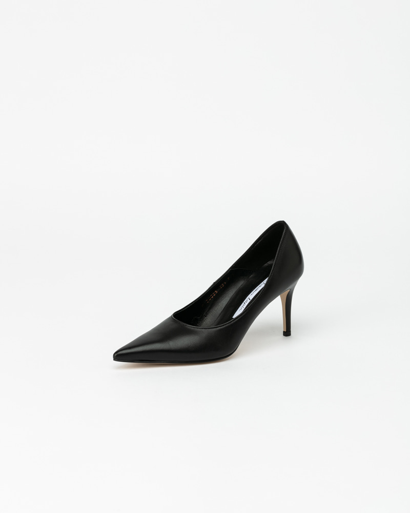 Rhea Pumps in Black Lamb Leather