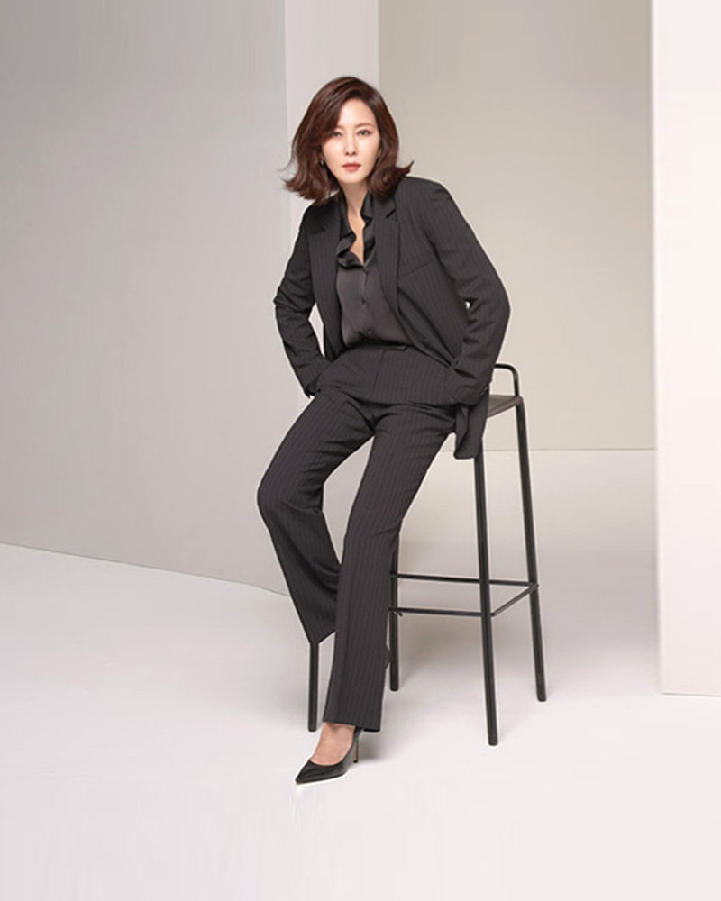 김남주 님 / Actress Kim, Namju with Chauffeur Pumps in Black