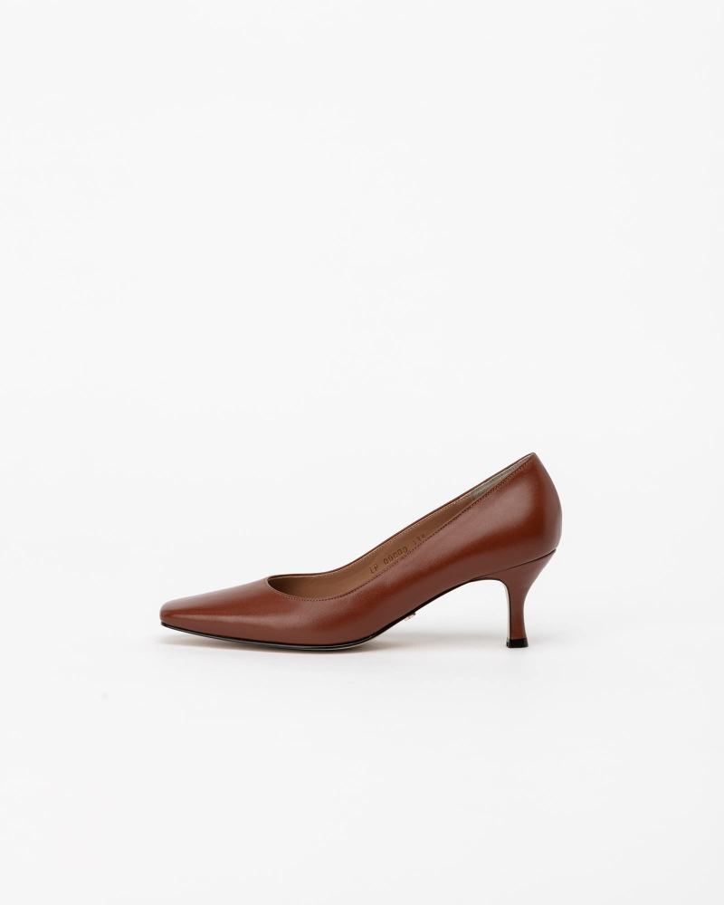 Seraff Pumps in Barn Brown