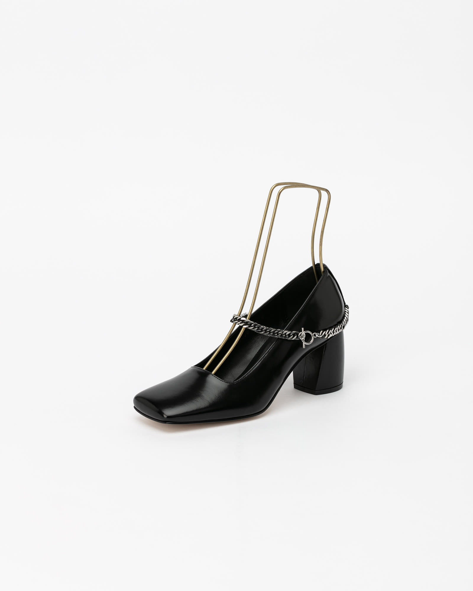 Sachsen Chained Pumps in Black