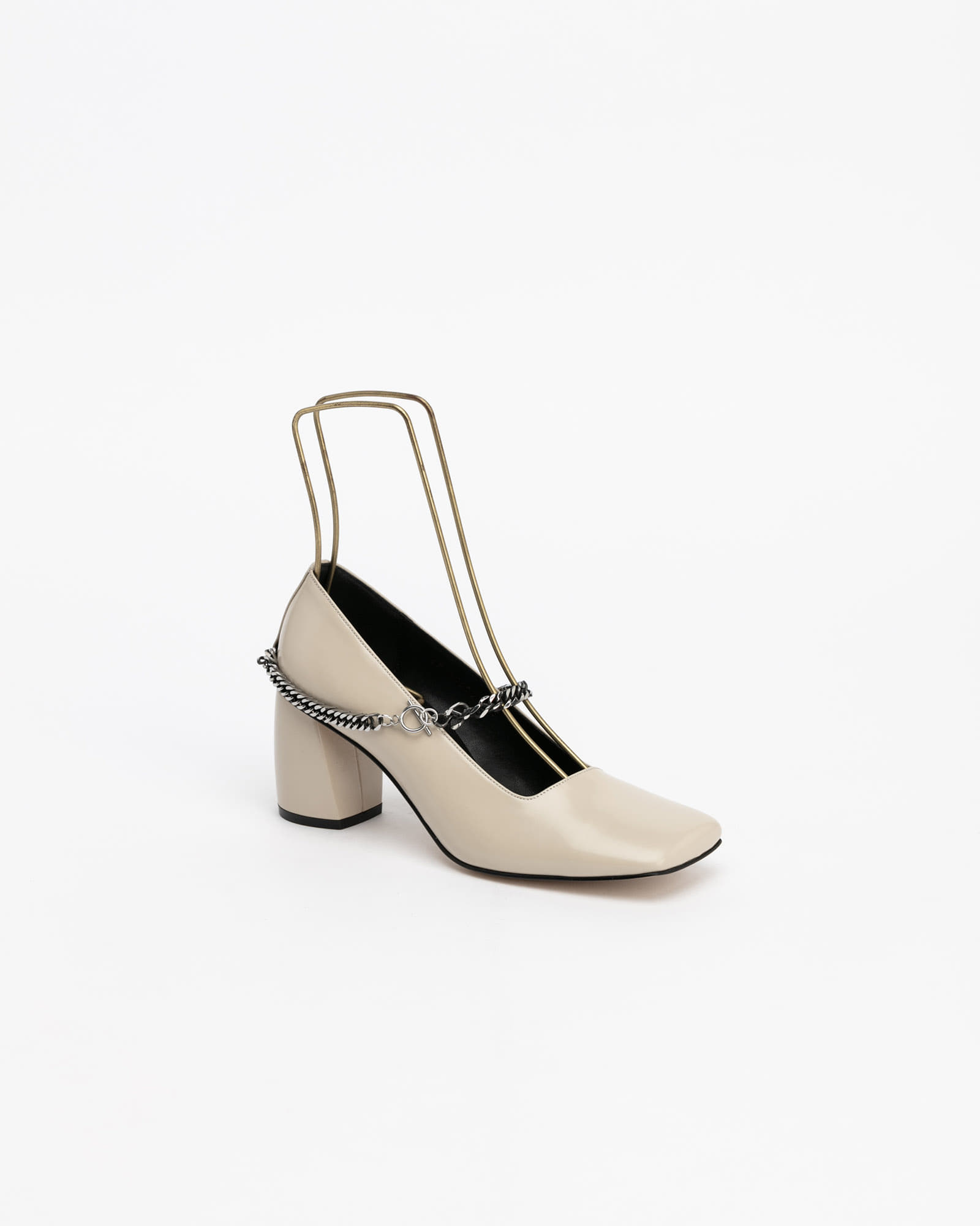 Sachsen Chained Pumps in Ivory
