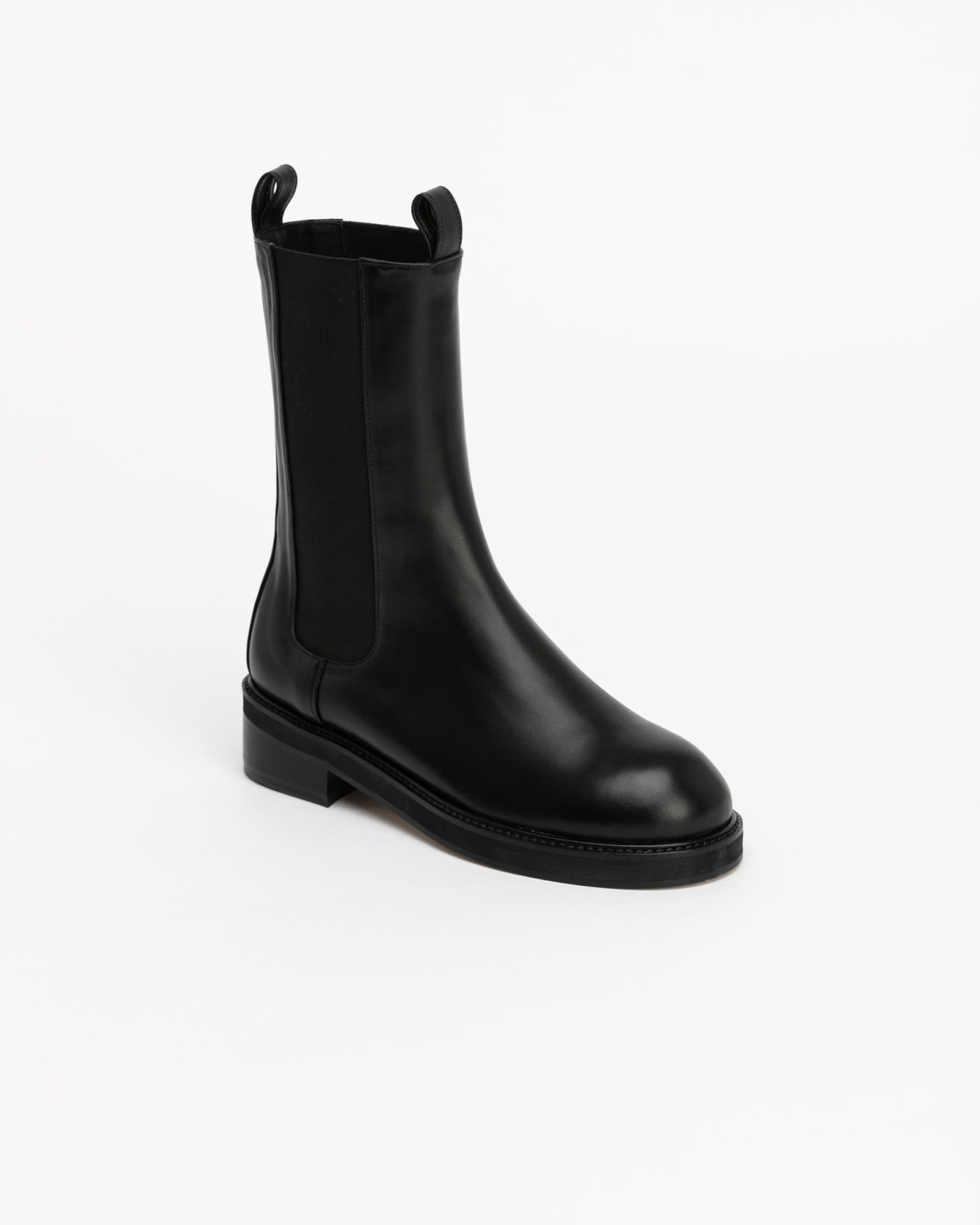 Signific High-rise Chelsea Boots in Black