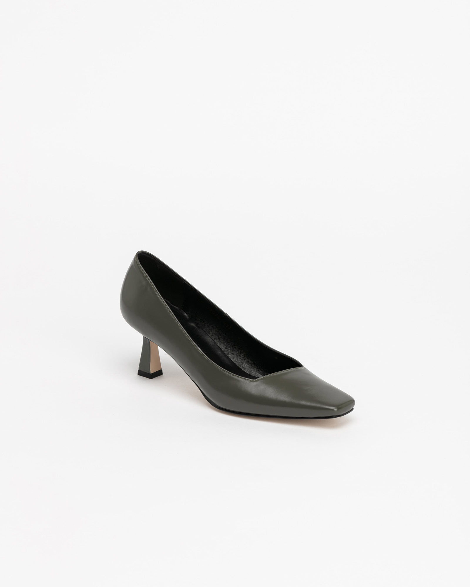 Facile Pumps in Gray Box
