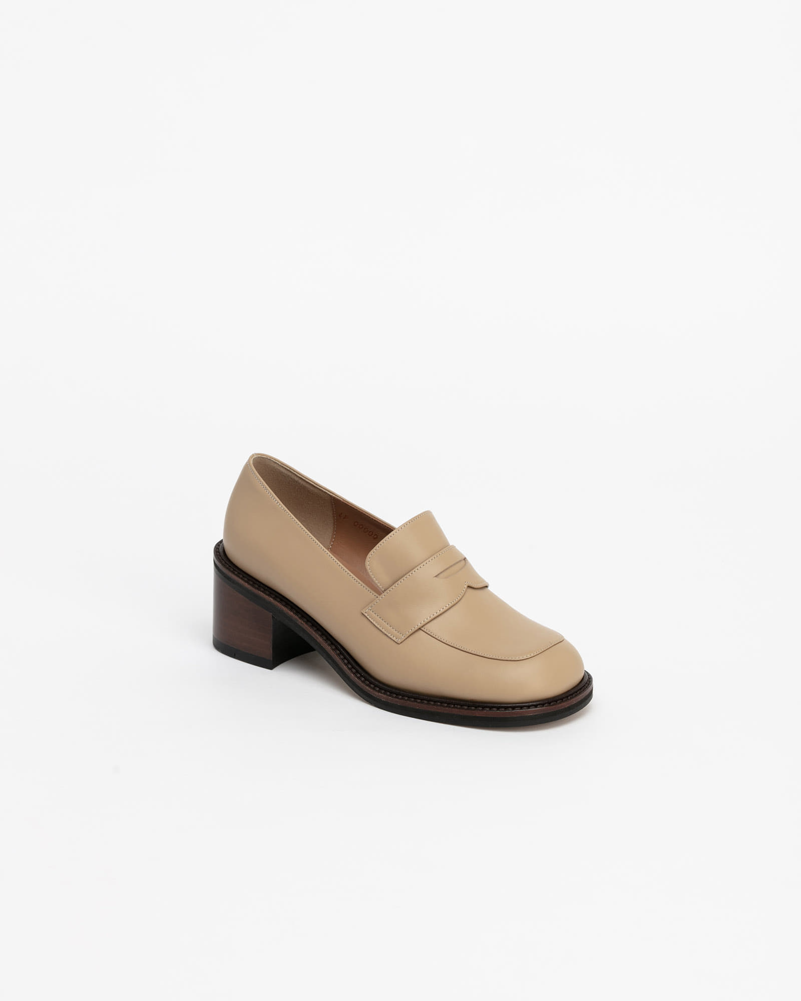 Le Ban Saint Loafers in Beige